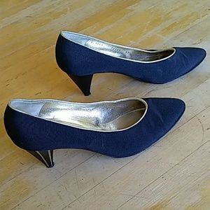 Bruno Magli Black heels with gold piping Italy